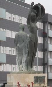 Estatuas rotonda Ctra. Castralvo4