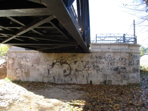 Pintadas en el puente de hierro 4